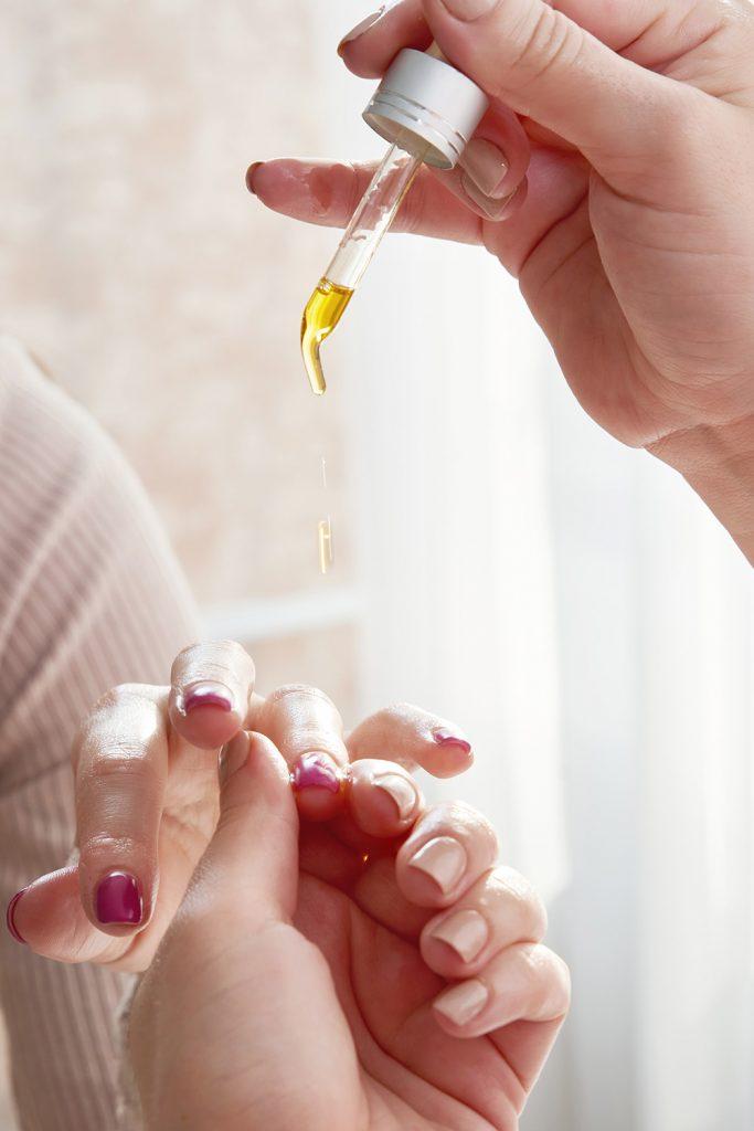 CH Salud: aceites esenciales para uñas rotas